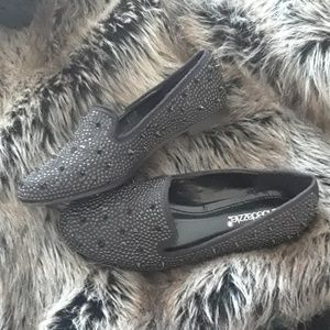 Adorable stylish flats! Never worn.